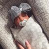 Newborn muts met strik zwart wit gestreept