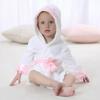Wit badjasje met roze kroon