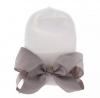 Newborn muts wit met grijze strik van lint extra warm